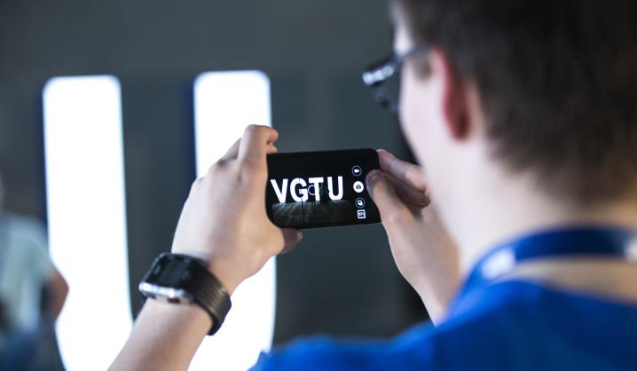 """""""Hacker Games"""": nuo uodų naikinimo aparato iki išmanių technologijų akliesiems"""